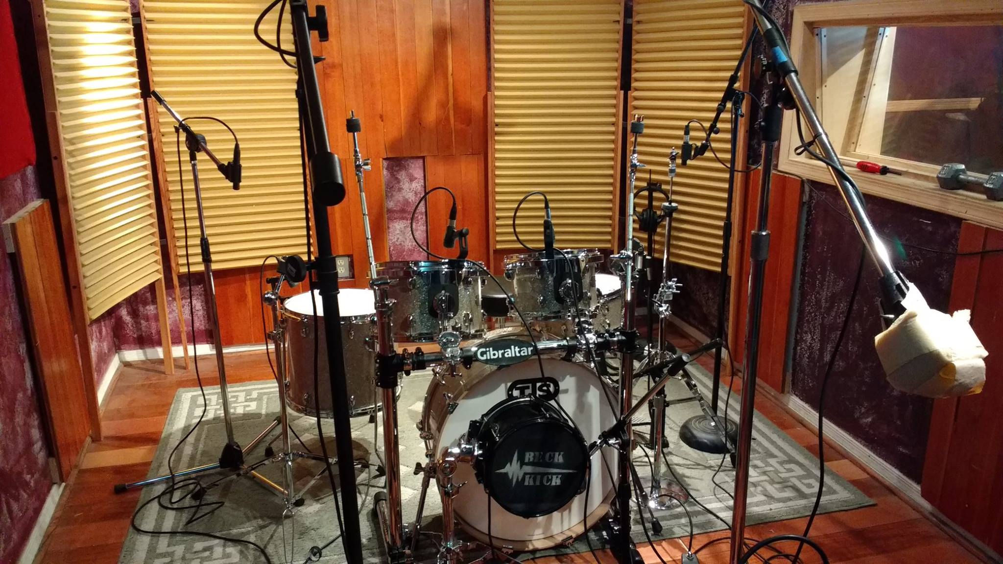 A set of TJS Custom drum in the recording studio for Alice Coopers new recording.